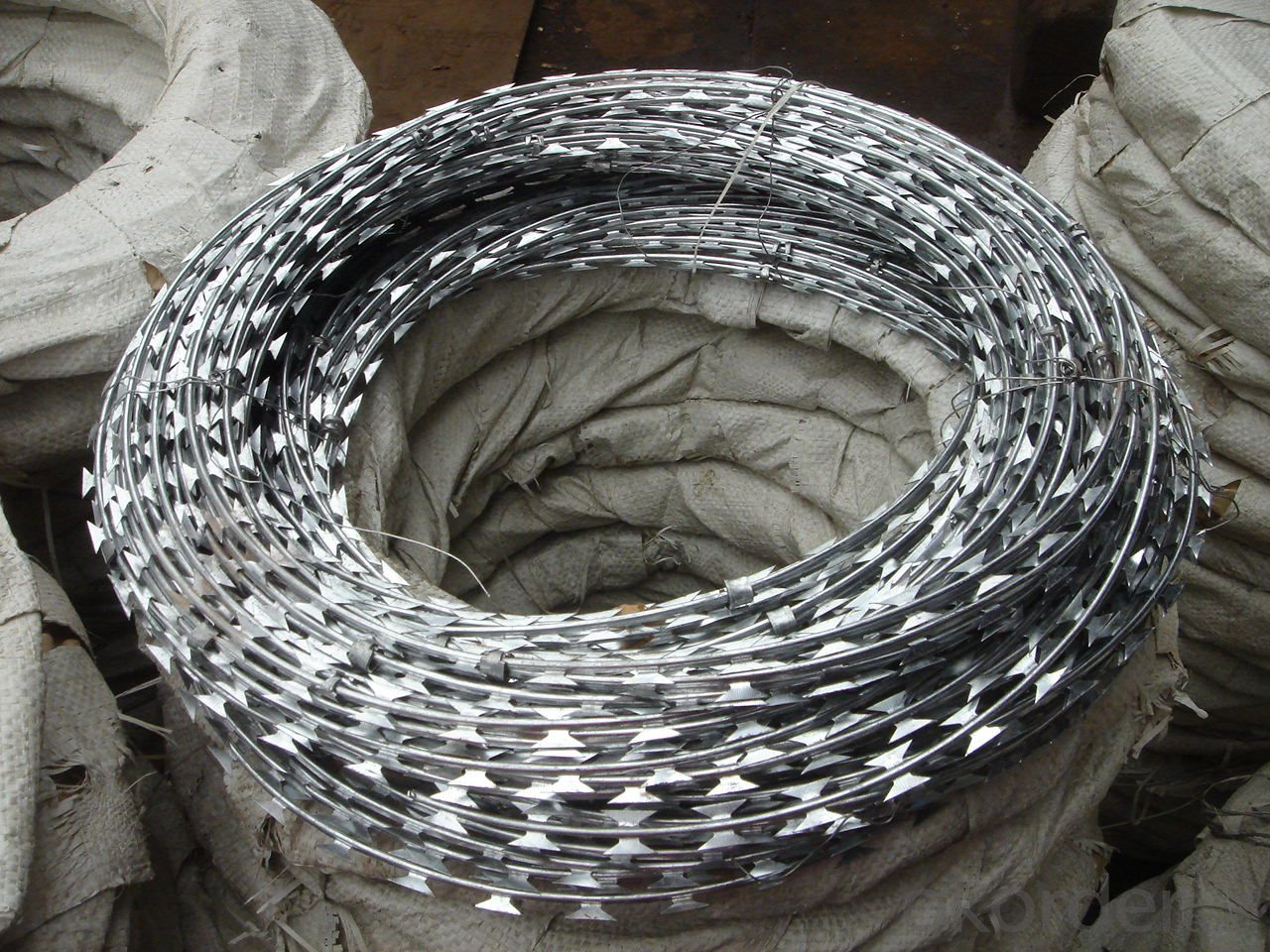 Galvanized Concertina Razor Barbed Wire (BTO-22)Razor Wire (PVC green)
