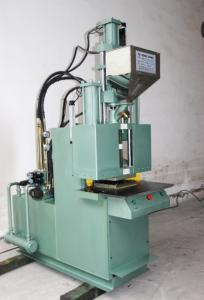 Automobile sealing strip injection moulding machine