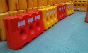 Water Filled Plastic Road Safety Barrier Widely Used In Road Safety